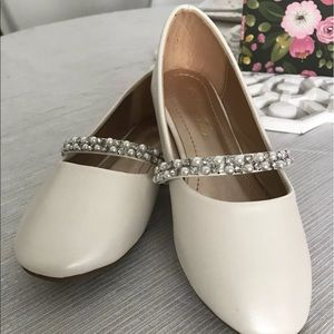 Other - NEW Girls Dress Shoes Size 2 Cream and Jewels
